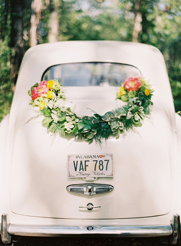 Wedding car decoration pictures romantic decoration wedding car garland2 wedding getaway car decoration ideas the wedding project junglespirit Image collections